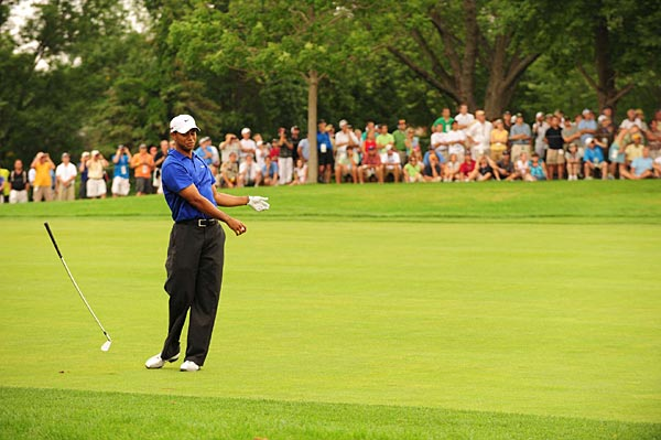 Woods hit some poor shots in the third round but his short game kept him on top of the leaderboard.