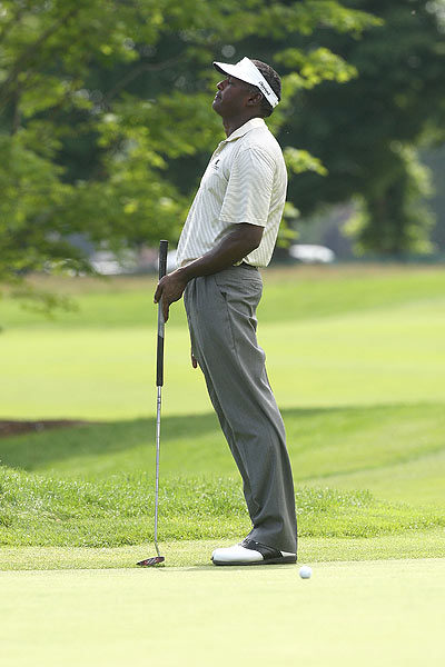 Vijay Singh bogeyed the final hole for a four-under 66.