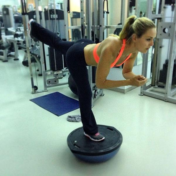 @lindseyvonn: Single leg RDLs on the bosu. Get it!