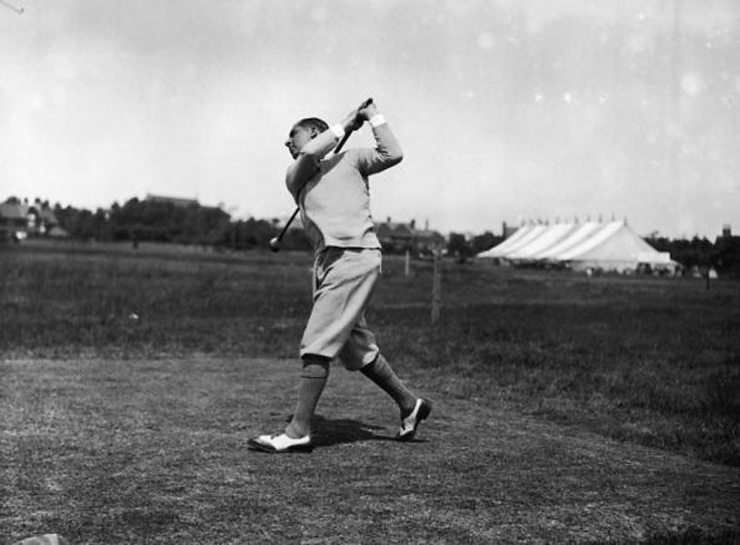 American Walter Hagen at the 1924 Open in Hoylake wearing loose knickers, spectator (two-tone) shoes, and a Henley sweater with sleeves pulled up to expose his shirt cuffs.