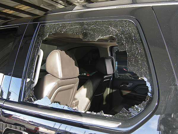 Tiger's wife, Elin, allegedly broke the back windows with a golf club to remove him from the car.