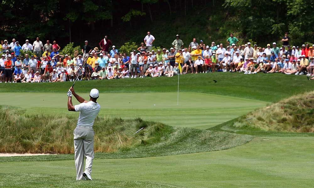 Tiger Woods struggled to an opening-round 71 at the Greenbrier Classic.
