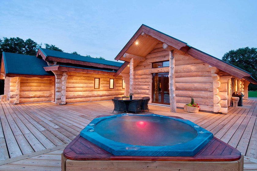 The villa has a pool and hot tub for those not interested in taking a dip in the lake.