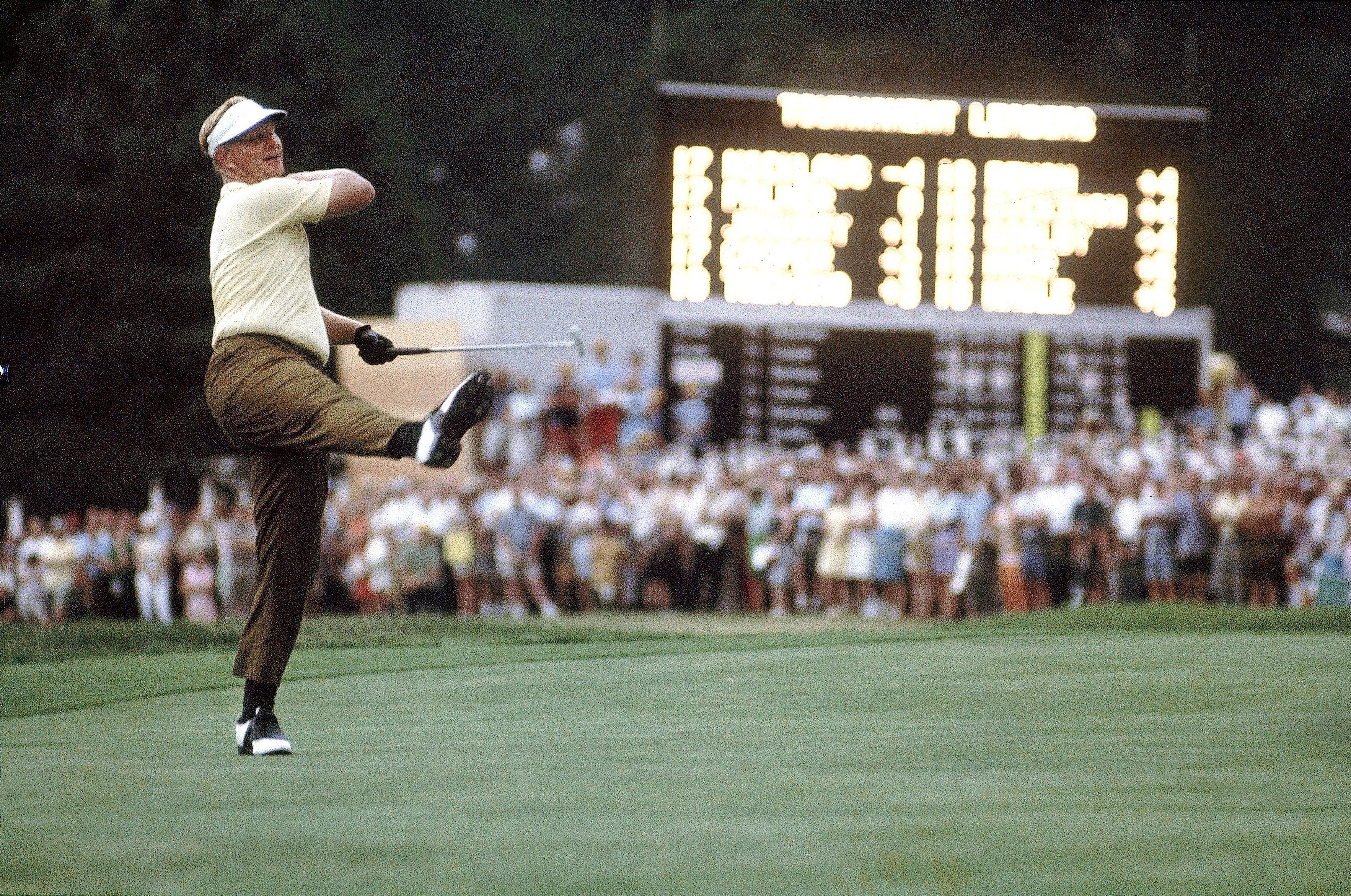 Jack Nicklaus breaks the U.S. Open record in 1967.