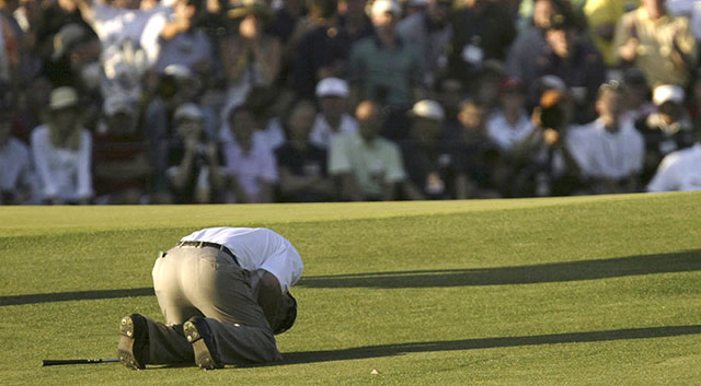 Chris DiMarco reacts to a chip-in not dropping on the 72nd hole in the 2005 Masters. He would lose to Tiger Woods in a playoff.