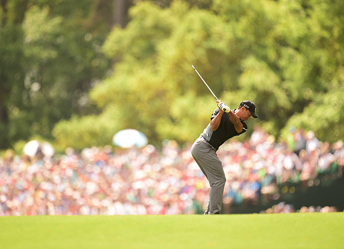 Tiger Woods showed signs of improvement in the second round.