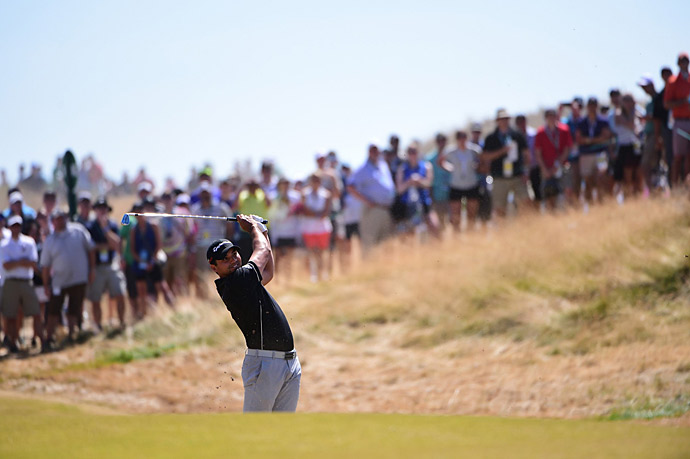 Jason Day continued battling for the lead and fending off vertigo on Sunday.
