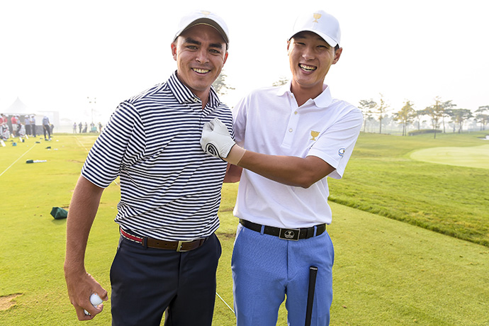 Rickie Fowler and Danny Lee share a laugh on the practice range.
