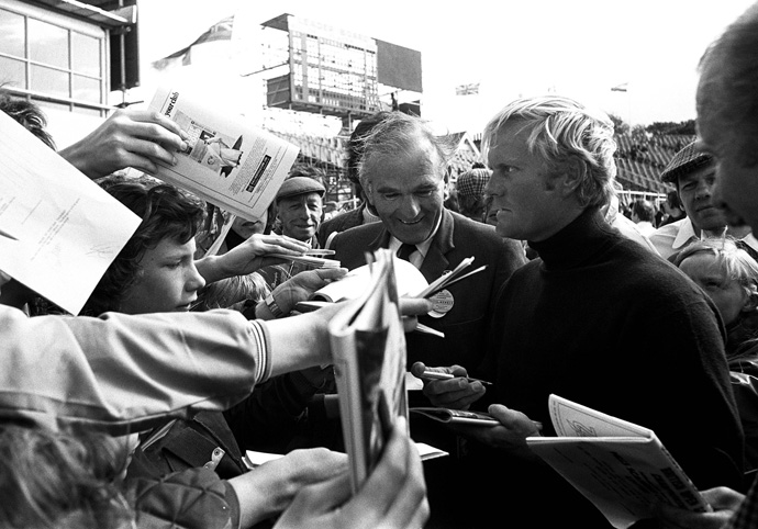 Jack Nicklaus is surrounded by autograph hunters prior to his first round of the1972 British Open at Muirfield.