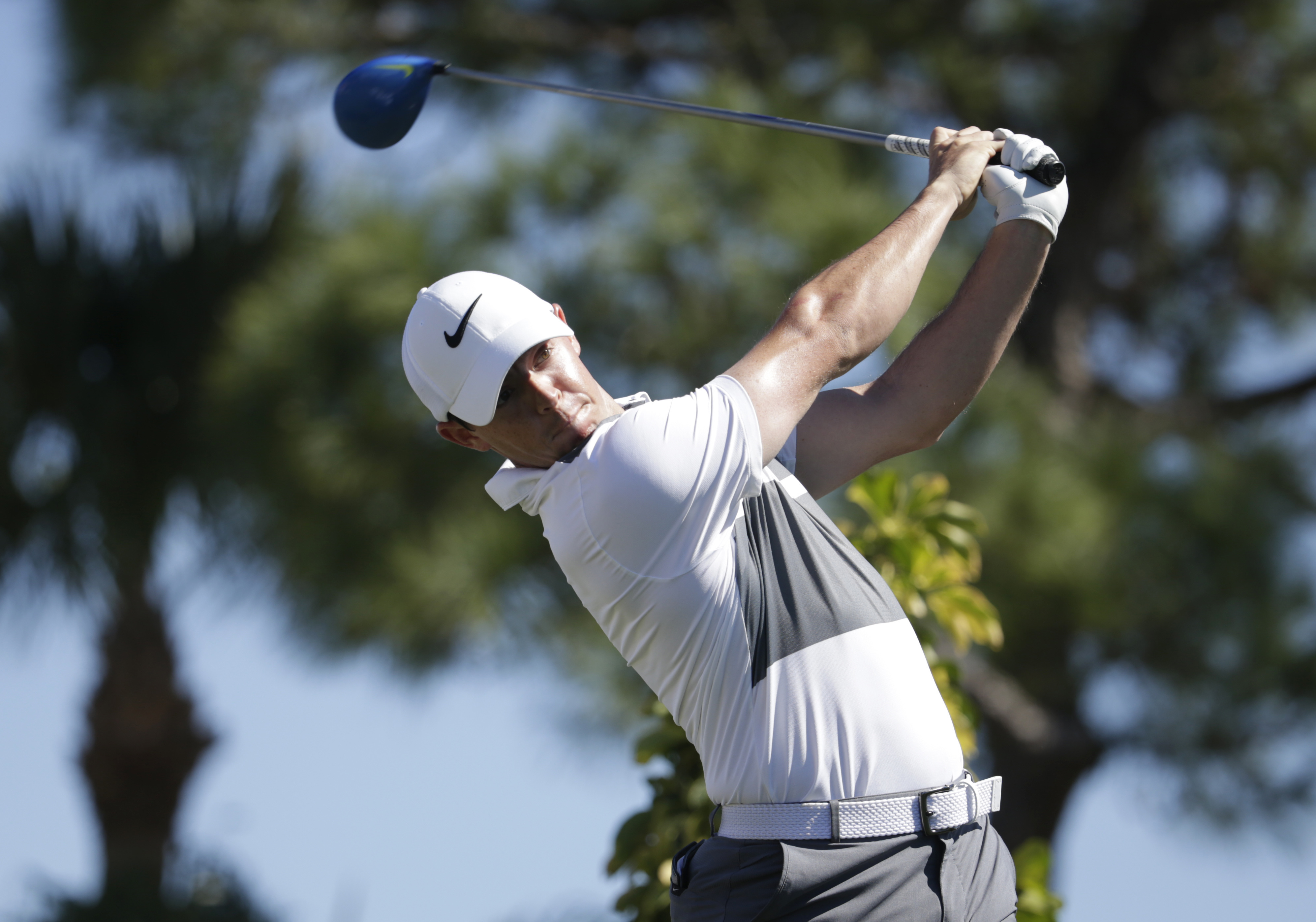 Rory McIlroy, of Northern Ireland, tees off on the fourth hole during the first round of the Honda Classic golf tournament, Thursday, Feb. 25, 2016, in Palm Beach Gardens, Fla. (AP Photo/Lynne