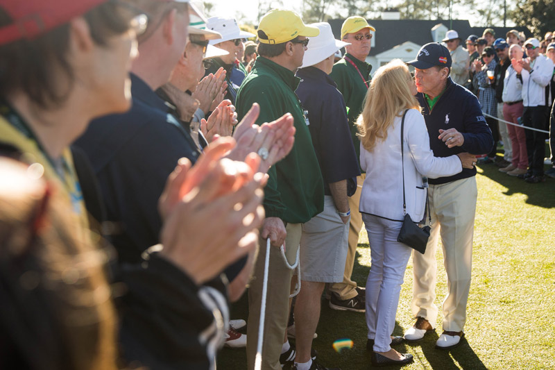 Tom Watson kisses his wife, Hilary, on his way to the first tee before the first round