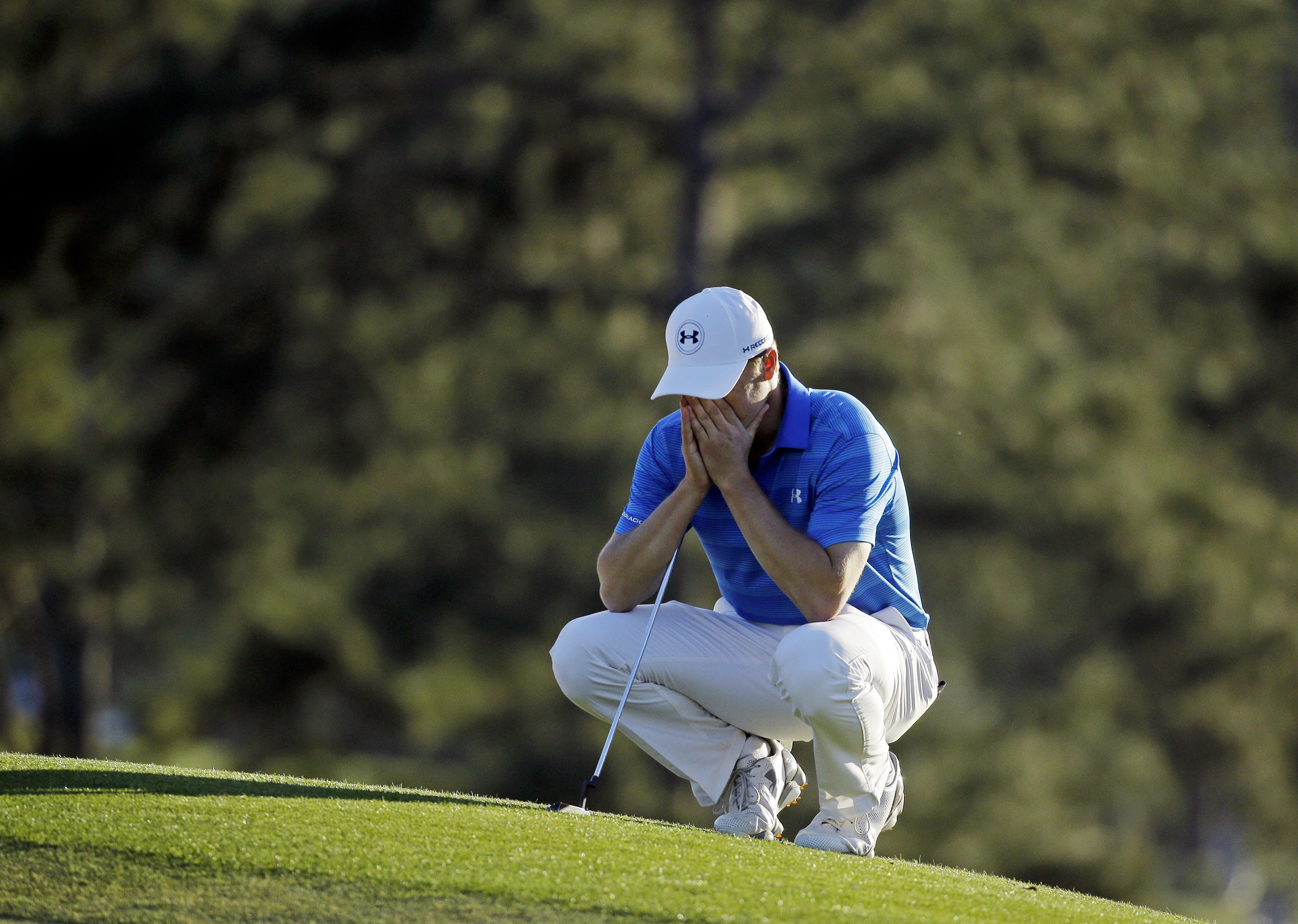 Jordan Spieth pauses on the 18th green before putting out during the final round of the Masters on April 10, 2016, in Augusta, Georgia.