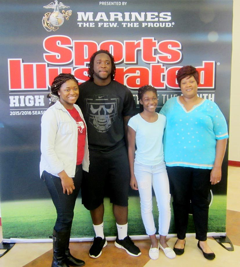 Sosa Agim poses with his family (from left to right) older sister Dominecia,  younger sister Taneka, and mother Deanna Giddens.