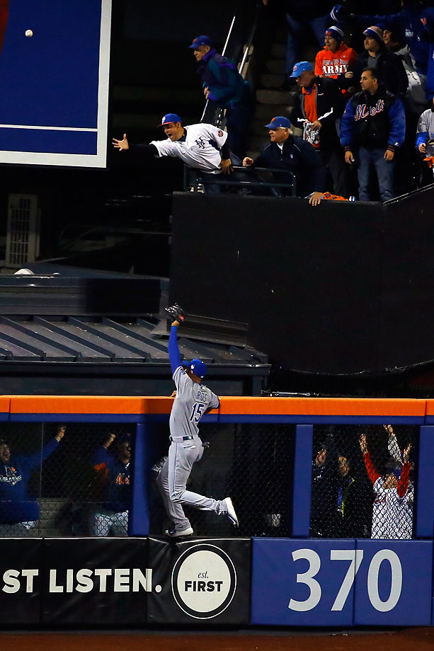 Alex Rios of the Kansas City Royals can't make the play on a home run hit by Michael Conforto in the fifth inning.
