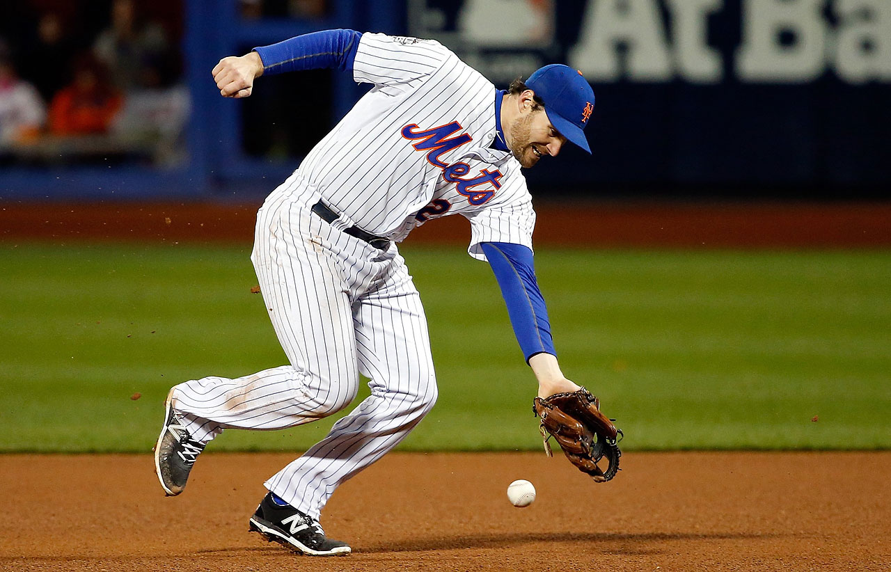 Daniel Murphy fails to make a play on a ball hit by Eric Hosmer  in the eight inning of Game 4.