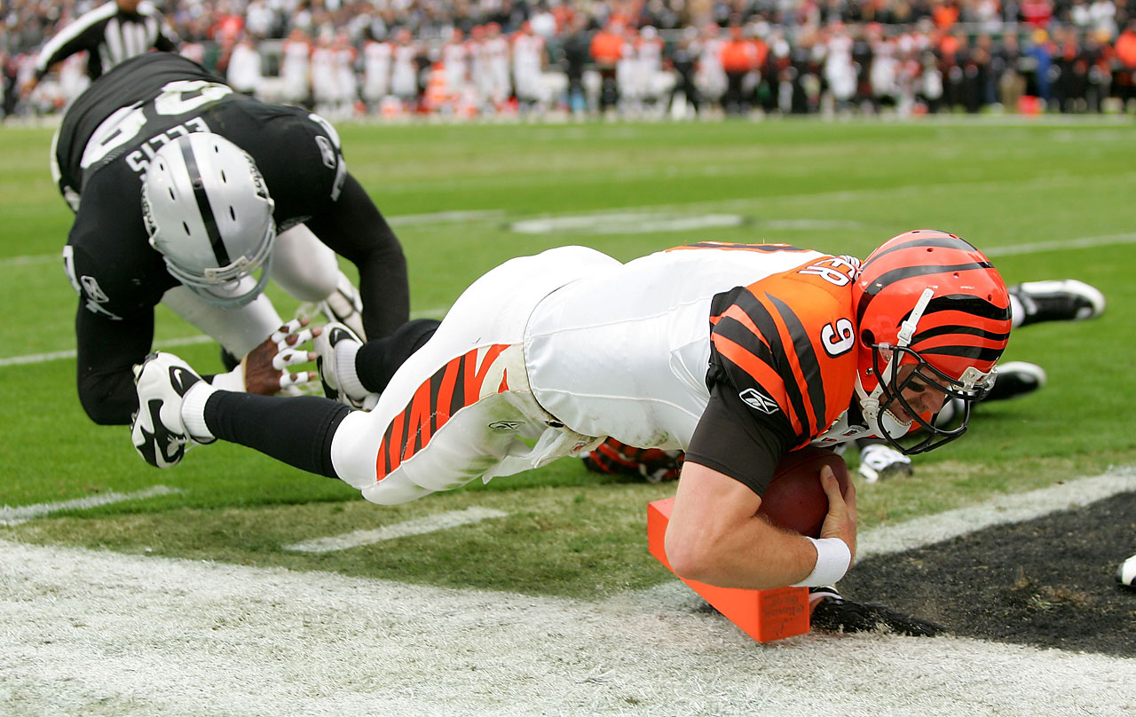 Palmer scores against the Oakland Raiders, one of only six losses the Bengals suffered in 2009.