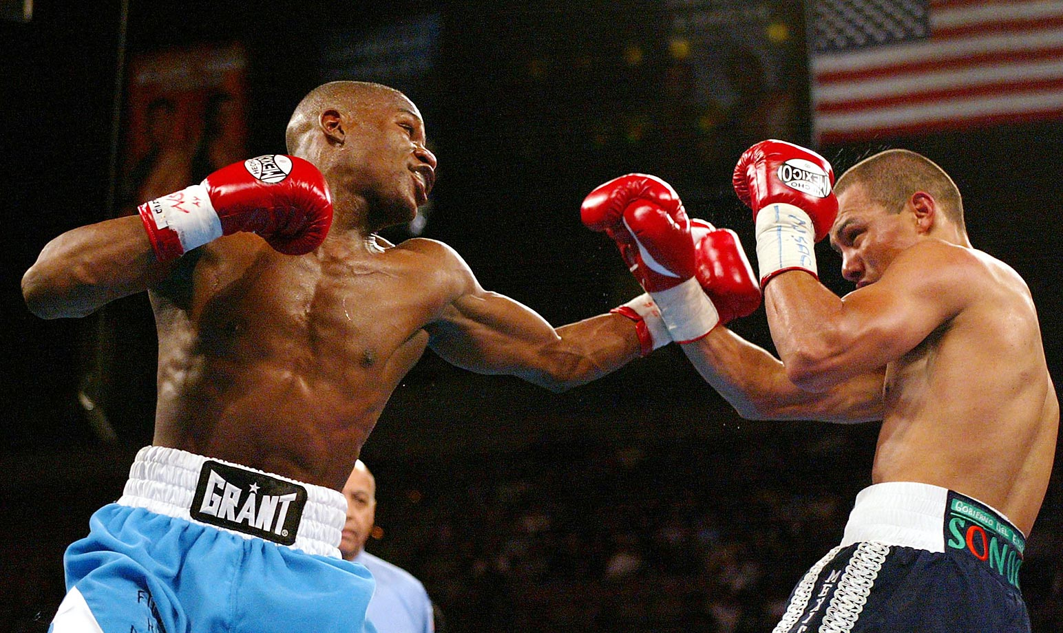 After moving up to 135 pounds, Mayweather captured and retained the WBC and Ring lightweight titles with two unanimous decisions over Castillo.