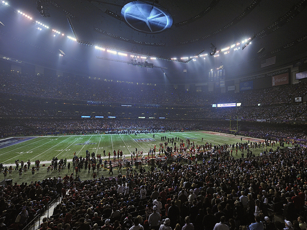 Beyoncé's halftime performance in 2013 was lights out. Literally. Shortly after she left the stage, the lights in the Superdome in New Orleans went out. (It turns out faulty equipment was to blame, not Beyoncé.) Baltimore had just taken a 28-6 lead on the San Francisco 49ers, but the 34-minute delay killed the Ravens momentum. The Niners stormed back to get within two points but ultimately lost, 34-31.