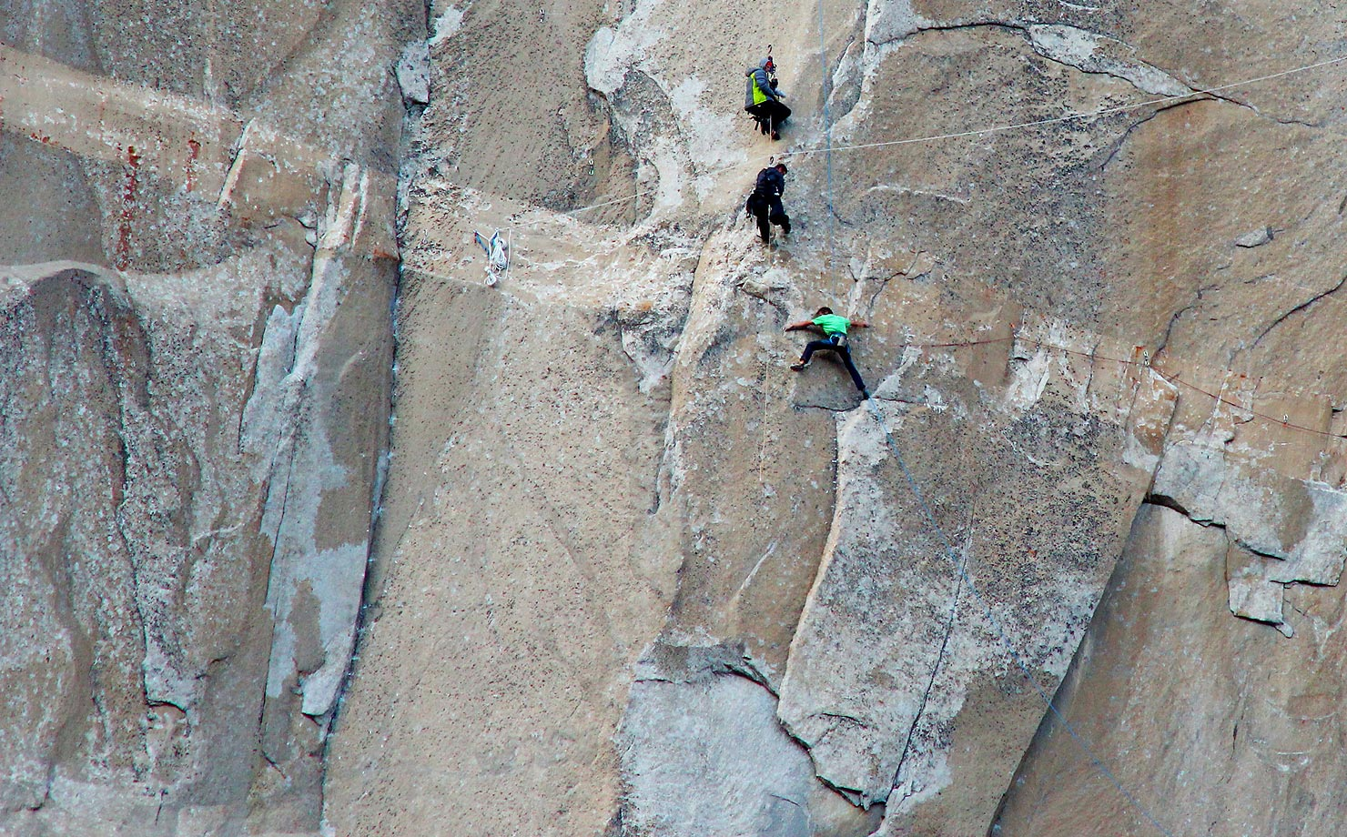 Kevin Jorgeson (in green) Climbing on Pitch 15 – top and center people are photographers.