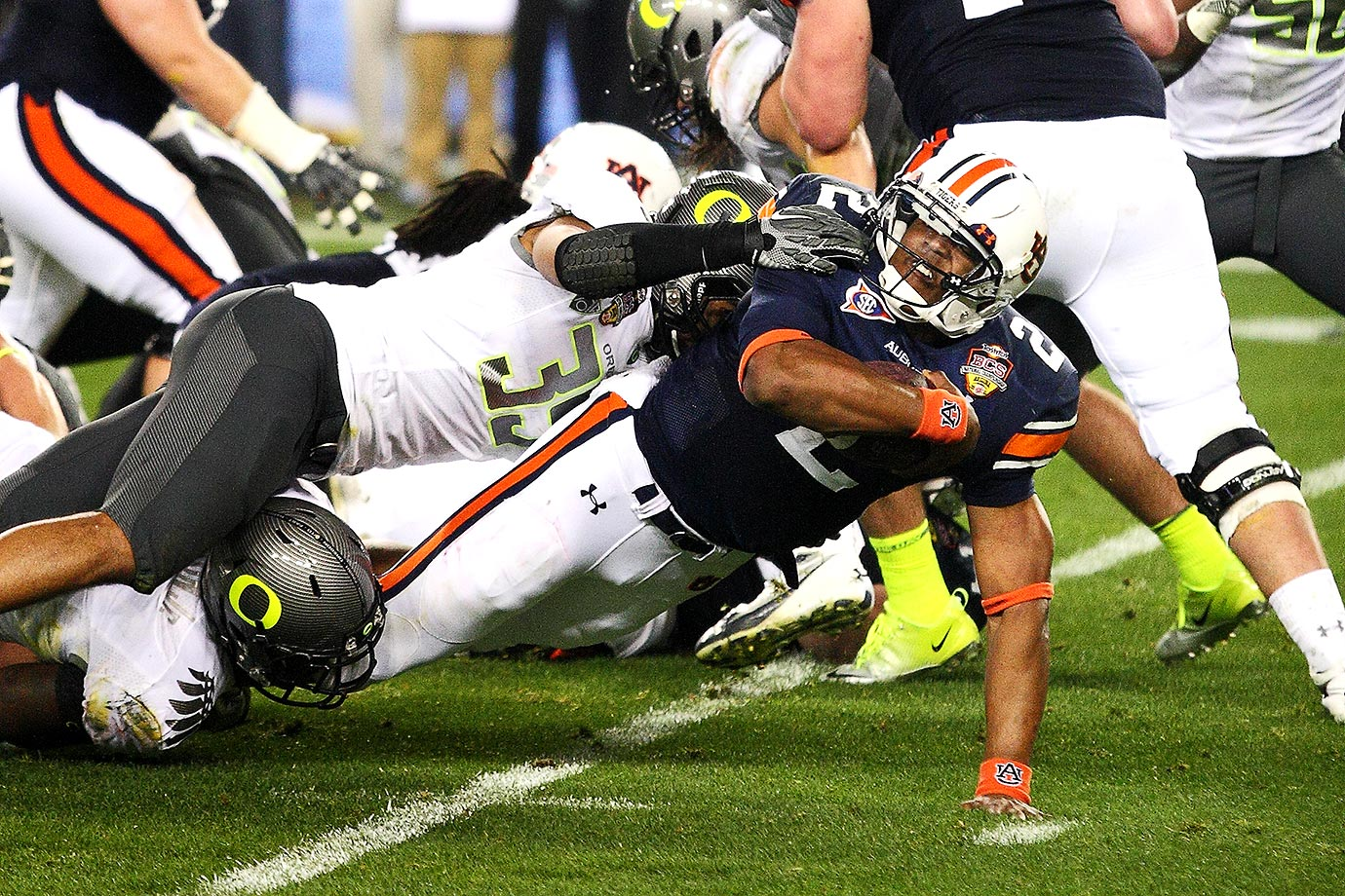 Cam Newton breaks away against Oregon. Text credit: Daniel Hersh