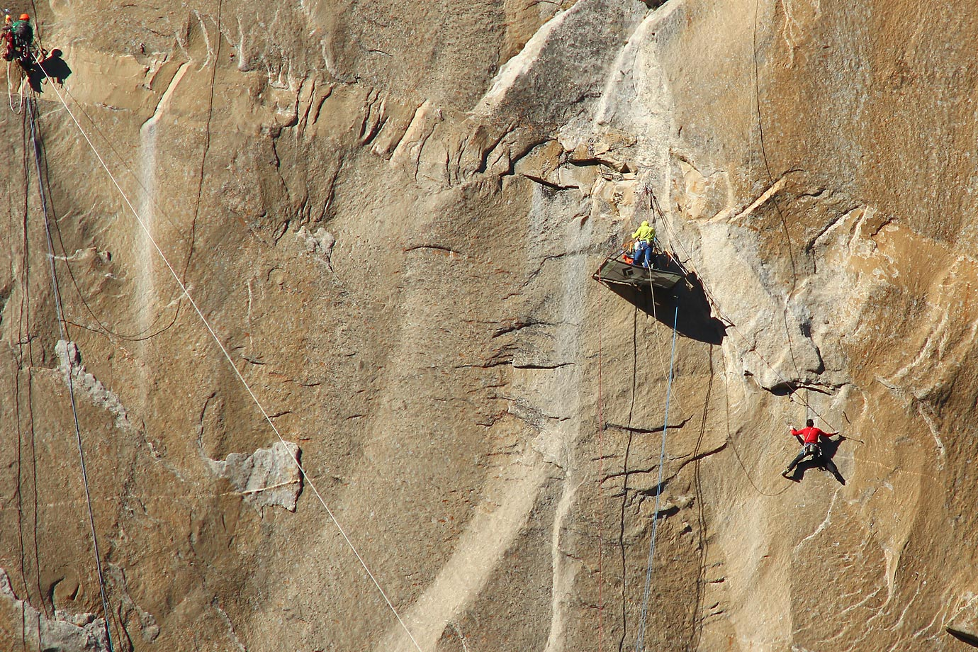 Kevin Jorgeson (in red) Climbing High up on Pitch 13 – Tommy in yellow and photographer in green.
