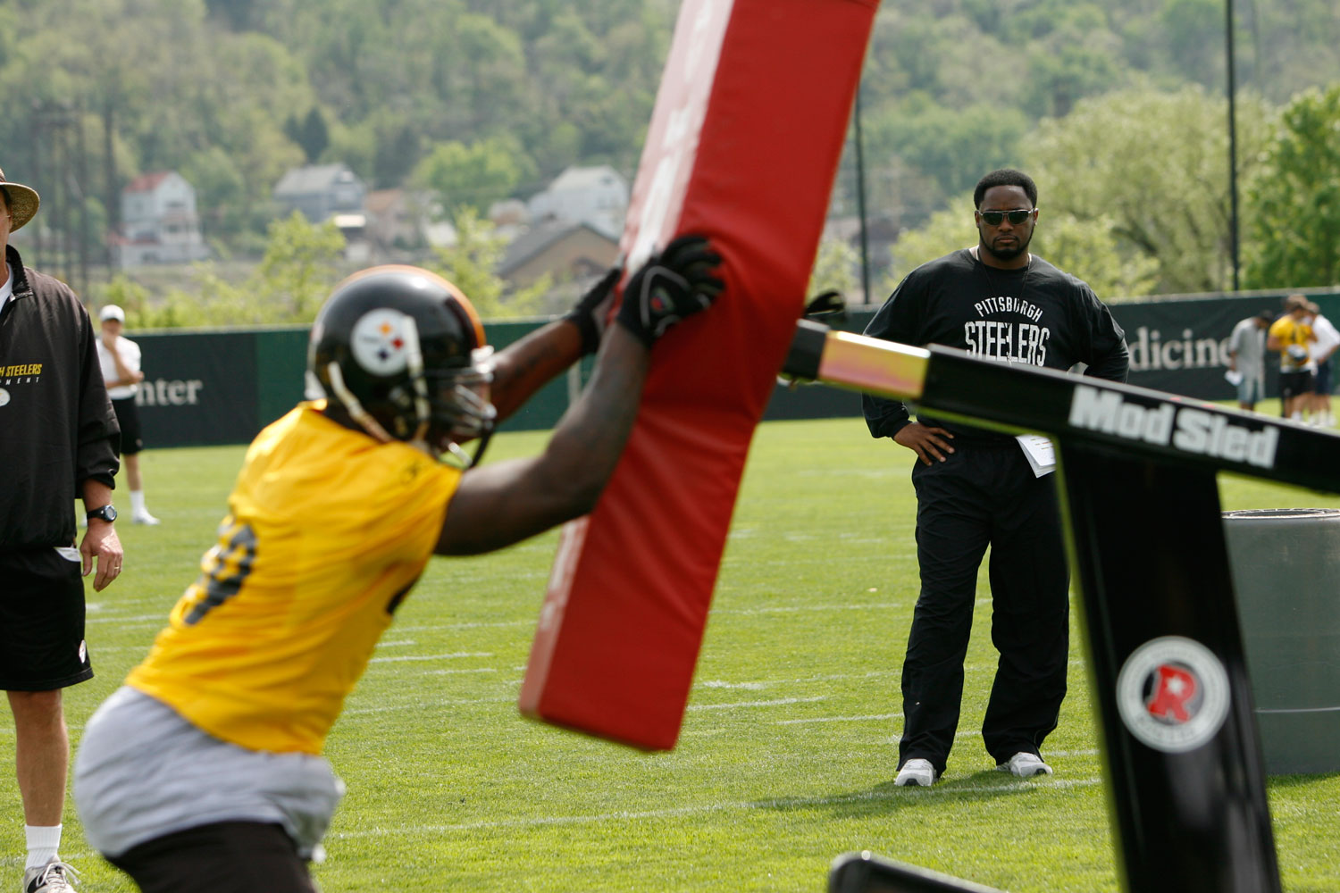 Pittsburg Steelers head coach Mike Tomlin watches over a practice in May 2007.