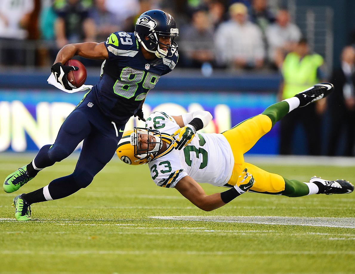 Seahawks wide receiver Doug Baldwin runs past Packers free safety Micah Hyde.