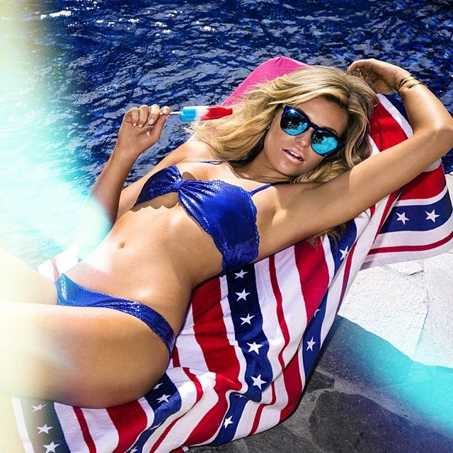 Tomorrow can't come soon enough DREAMING #sweetdream #beautysleep #happyfourth | @samanthahoopes_ @kittengalore