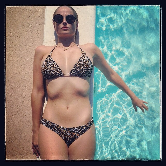 #poolside Mondays by @official_minkpink