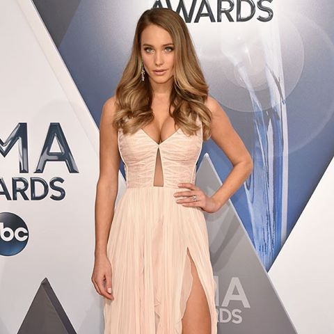 Hannah Davis is rocking her engagement ring for the first time at the #CMAAwards! (John Shearer/WireImage)