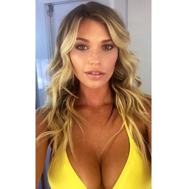 Thanks to my glam squad @makeupbyperalta and @baileybutelosangeles #beachy #sexy #selfie #nofliter #bts #yellow #tan #werk
