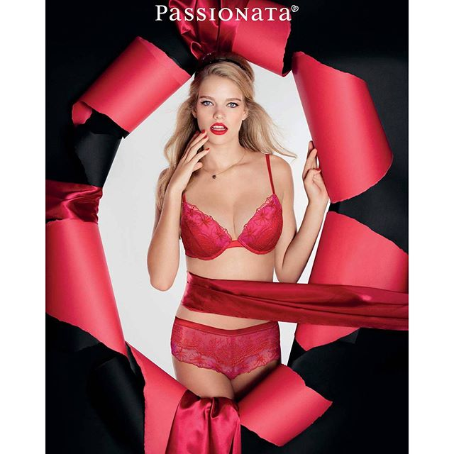 Christmas week has arrived @passionata_official #passionata #pinkthriller