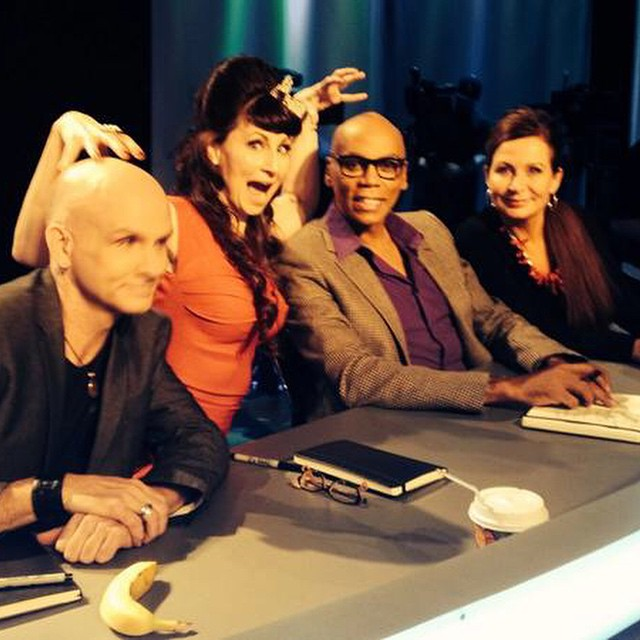 Fun pic from @robinslonina #bts @skinwarsshow with @rupaulofficial @craigtracyart Great to be a part of #SkinWars last night! Best to @nataliefletcherart @shannonholtart & #DutchBihary with the #finale next week!!