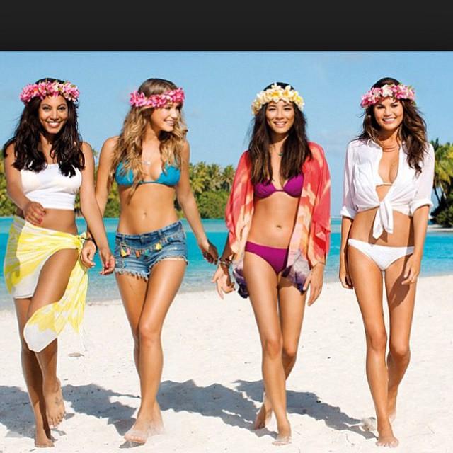 #tbt with these beauties in New Zealand @hanni_davis @iamjessicagomes @chrissyteigen good times