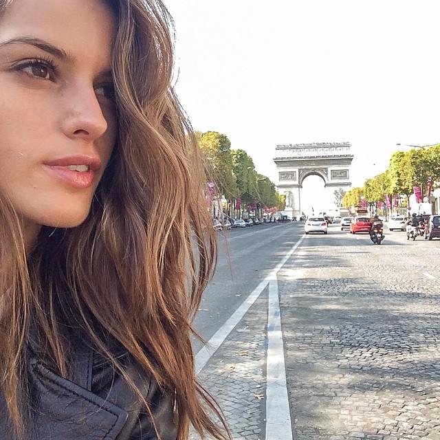 Can't get enough of Paris!!#bomdia #pfw #beautifulday #iloveparis #champsÉlyséss #arcdetriomphe #streetsofparis
