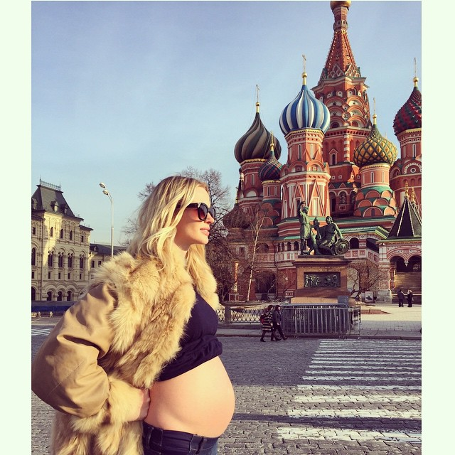 #TBT to when I took the bump to meet the family #bumpandi #moscow
