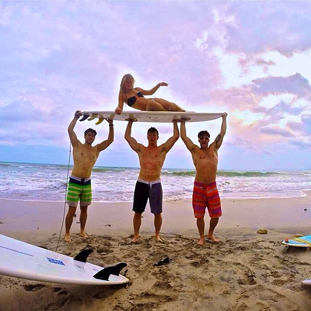 Beach boy throne! @realjohnnybananas @kennysantucci @theevanstarkman #Gopro #throwback #gunshow