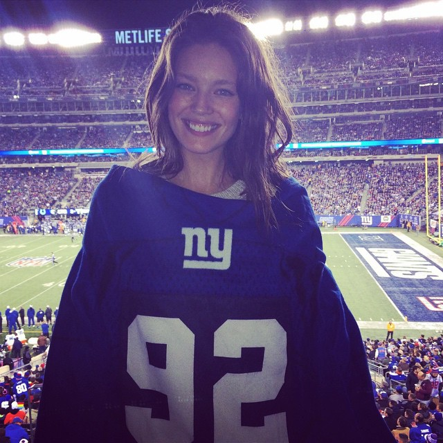 Eeeeeeeeeek I'm so excited to be at the Giants game tonight! #gogiants #newyorkgiants Thank you @northwestlegit #northwestcomfort