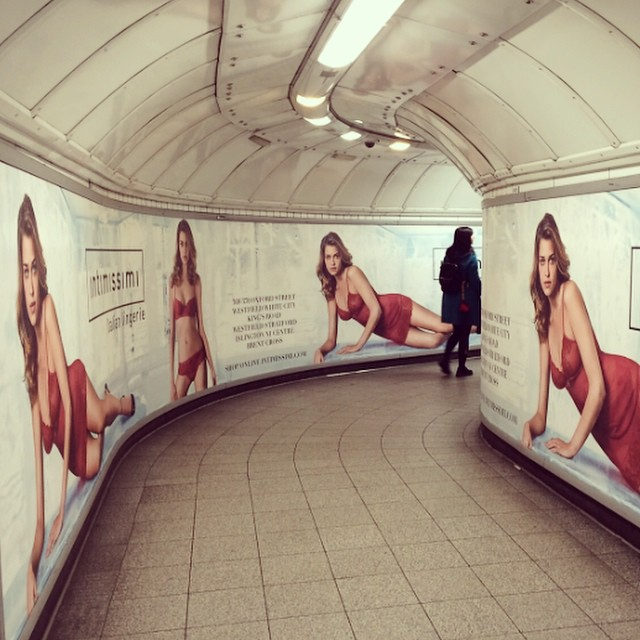 My new @intimissimiofficial Christmas advertising . Minha nova campanha de natal da @intimissimiofficial #london #londres #subway #metro #intimissimi