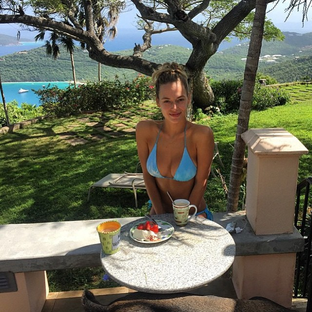 Vacation breakfast cake and coffee #doesthebodygood
