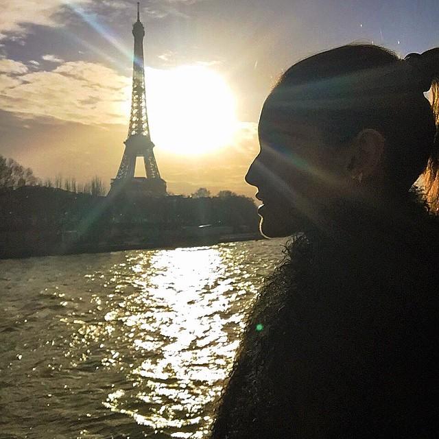 Hello Paris... Let fashion week begin!! Olá Paris... A semana de moda começou!! #paris #sunset #myview #luckgirl #sundayfunday #eiffeltower #pfw15