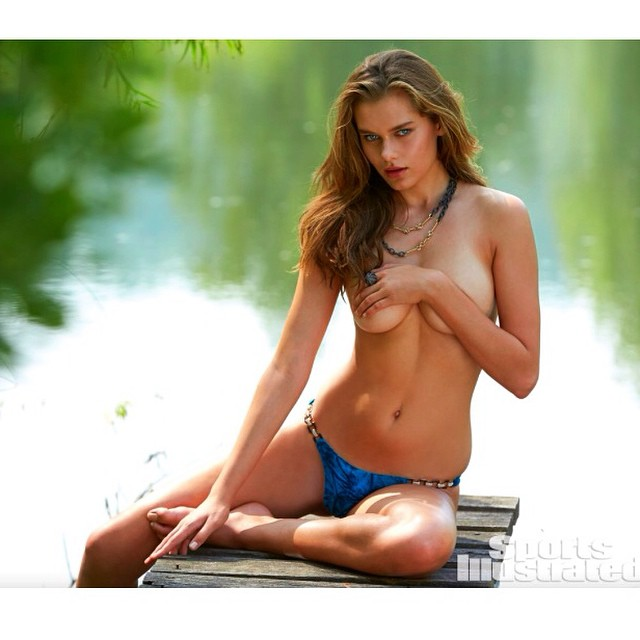 Hey everyone! Don't forget to vote for rookie of the year for #SISwim @si_swimsuit Xx