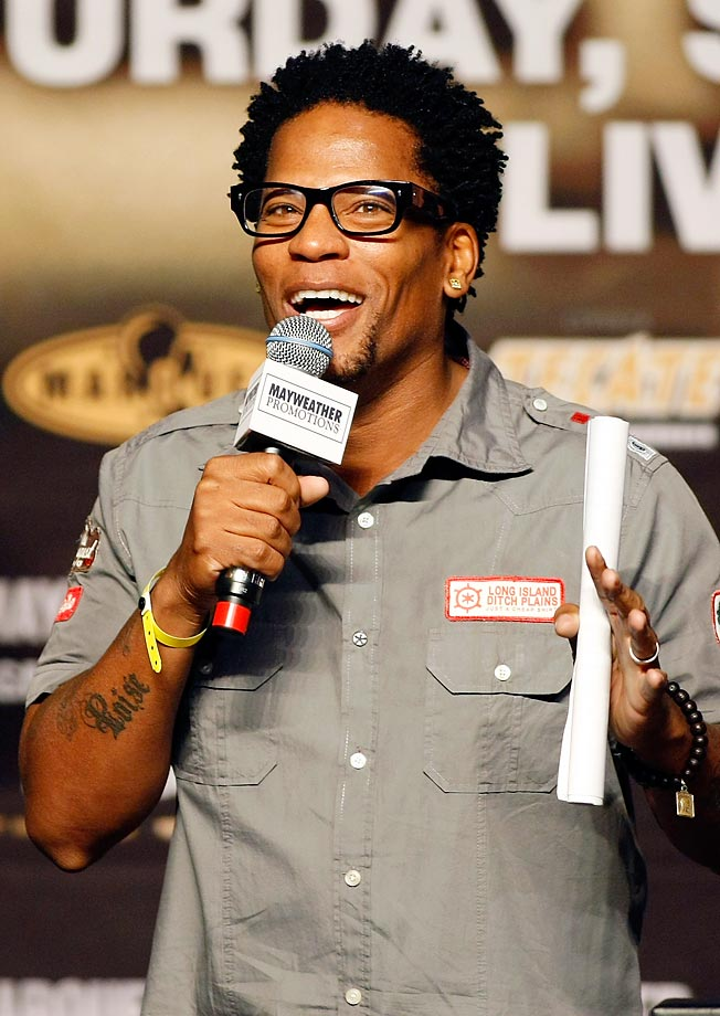 Actor/comedian D.L. Hughley spoke at the weigh-in for boxers Floyd Mayweather and Juan Manuel Marquez.