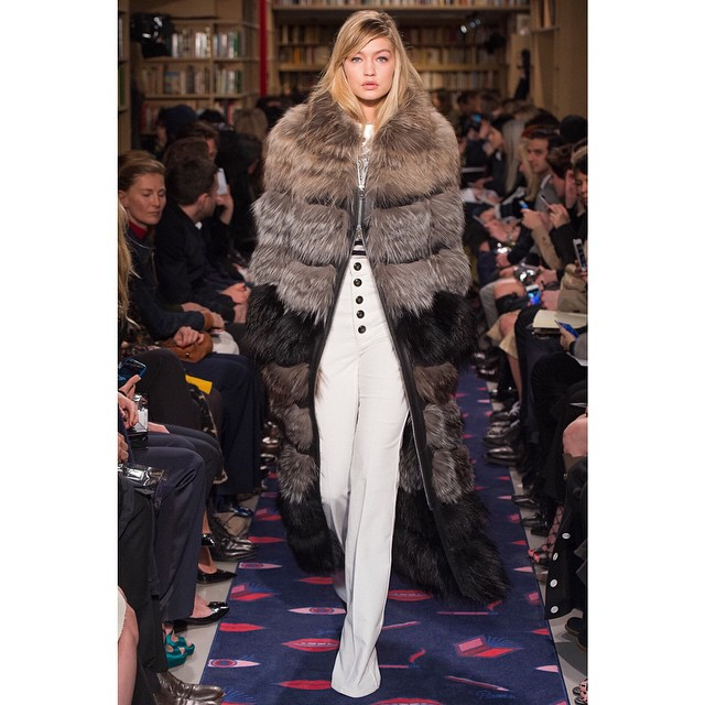 Was hard not to take this look home..! Beautiful @soniarykiel show today, thank you @juliedelibran @edward_enninful