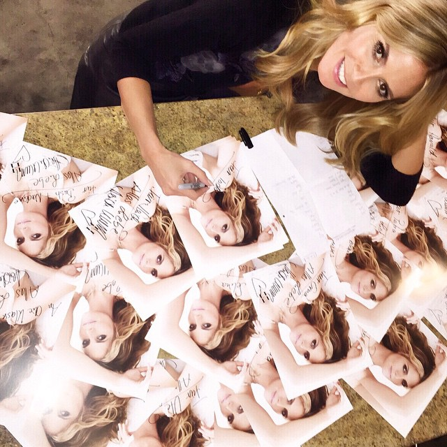 signing! signing! signing! autographs for you..... always a pleasure