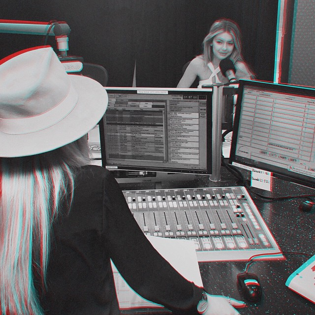 Visited my lil sis @allisimpson at #TheAlliSimpsonShow studio to chat fashion, funny stories, and put together a throwback playlist that you don't want to miss! Listen in TONIGHT on @radiodisney, @SiriusXM Channel 79.. Also on radiodisney.com & the Radio Disney App → all at 6pm PST / 9pm EST!