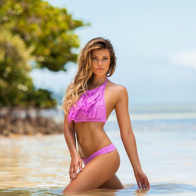 My favorite color @plumeriaswimwear @hollyparkerphoto
