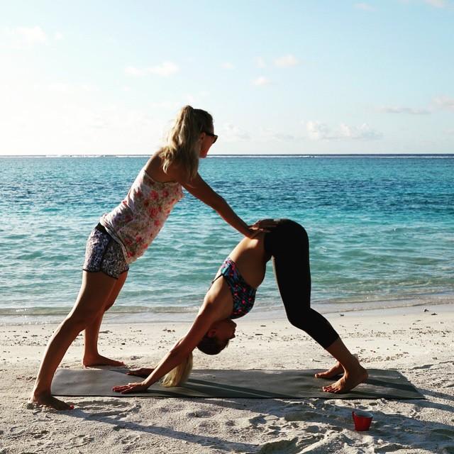 Thanks @goldenflamingos Helping me stretch before shooting @worldswimsuitsa @peraquumniyama @gncsouthafrica @adidasZA #maldives #yoga #fitness #beataverage #swimsuit
