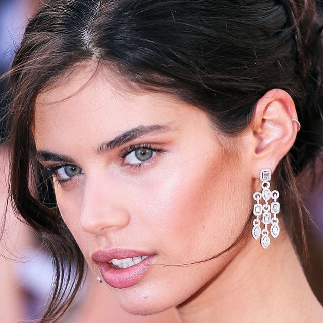 Loved this @avakian_official earrings. And close up of my make up for the #youth premiere at #Cannesfilmfestival