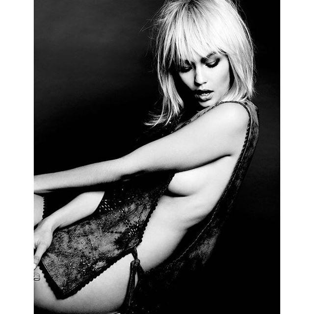 #BlackandWhite @gigihadid shot by @YuTsai88! #makeup: @allanface #hair: @robsalty #stylist: #martinanilsson #gigihadid #supermodel #beauty #major #bornwithit #maybelline #fashion #glam #makeupartist #editorial #allanface